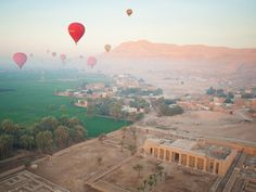 Enjoy 2 Days Luxor & Abu Simbel Trips from Hurghada joined by a professional Egyptologist tour guide and discover the ancient Egyptian history Book Now ! Air Balloon Rides, Hot Air Balloon, Great Places, Places To See, Balloon Flights, Valley Of The Kings, Luxor Egypt, Day Tours, Amazing Destinations