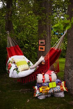 oh god I would die happy if I could sleep on a hammock at bonnaroo /swoons