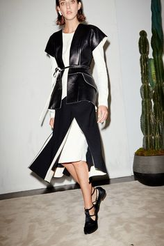 See all the Collection photos from Chadwick Bell Spring/Summer 2015 Ready-To-Wear now on British Vogue London Fashion Weeks, Fashion Week Paris, Spring 2015 Fashion, Spring Summer 2015, High Fashion, Fashion Show, Fashion Design, Catwalk Fashion, French Fashion