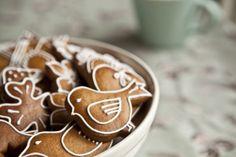 Christmas gingerbread cookies - only in Czech. Christmas Gingerbread, Gingerbread Cookies, Christmas Cookies, Vegetarian Food Blogs, Vegan Vegetarian, Kitchenette, Healthy Desserts, Food Inspiration, Cookie Recipes