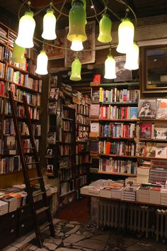 #Librerías Shakespeare and Company. Paris. | Bookshop Shakespeare and Company. 37 Rue de la Bûcherie. Paris. Shakespeare and Company is the name of two independent bookstores on Paris's Left Bank. The first was opened by Sylvia Beach on 19 November 1919 at 8 rue Dupuytren, before moving to larger premises at 12 rue de l'Odéon in the 6th arrondissement in 1922.