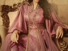 Caftan is a traditional Moroccan dress that comes in various of styles and color. I always feel so inspired when I see pictures of bea. Arab Fashion, Love Fashion, Fashion Beauty, Fashion Outfits, Sporty Fashion, Fashion Women, Winter Fashion, Middle Eastern Fashion, Modesty Fashion