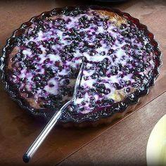Mustikkapiirakka (Finnish Blueberry Pie) - Soups and Traditional Food - Blueberry Pie Recipes, Blueberry Cake, Blueberry Crumble, Nutella Recipes, Finland Food, Yogurt Pie, Greek Yogurt, Just Desserts, Gastronomia