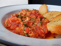 Tocănita de rosii cu ou.  Tomato egg stew. Romanian Food, Stew, Curry, Eggs, Tasty, Traditional, Ethnic Recipes, Curries, Egg