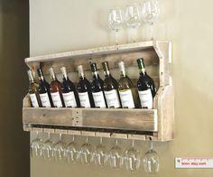 Praxis DIY | Een rustiek houten wijnrek waar je ook je glazen aan kwijt kunt. Iets voor in jouw huis?