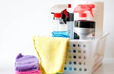 File this under: life hacks. Spring is here, or at least for some of us, and that means lots of cleaning. We've rounded up ten more easy life hacks that aim … Deep Cleaning Tips, House Cleaning Tips, Cleaning Solutions, Spring Cleaning, Cleaning Checklist, Bathroom Cleaning Hacks, Toilet Cleaning, Cleaning Diy, Cleaning Recipes