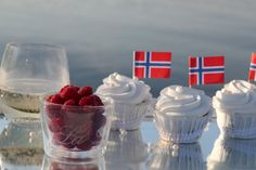 Cava & cupcakes :) may 17 Scandinavian Food, Scandinavian Christmas, Norwegian Food, Norwegian Recipes, Beautiful Norway, Inspiring Things, Creative Food, Favorite Holiday, Just Desserts