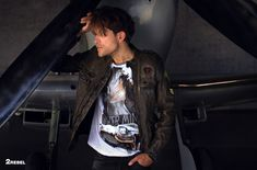 2Rebel Men Silk Satin, Leather Jacket, Blazer, Suits, Studio, T Shirt, Jackets, Men, Dresses