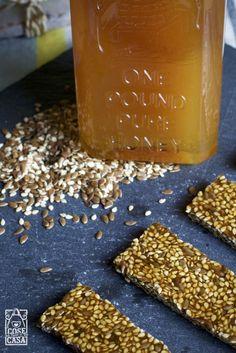 Barrette al miele con semi di sesamo e lino. #honey #BigSur #miele #barrette #sesamo #lino #honeymoon #food #foodblogger #salute #benessere