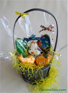 #caramelisas #cookies #galletasdecoradas #sweet #followme #decoratedcookies #cookieart #royalicing #glasareal #easter #pascua #huevosdepascua #eastereggs #cestasdepascua