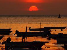 #colombiaenmadrid Puesta de sol en bahía de Santa Marta, Colombia P6012854 by Vagamundos.net/Carlos Olmo, via Flickr