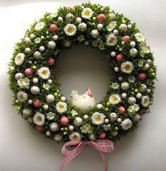 Coronita din muschi verde pentru primavara sau Paste. Decoratie de Pasti Spring natural wreath with moss Easter. Coronite si ghirlande pe magazin nostru facebook coronitesighirlande7 Easter Wreaths, Holiday Wreaths, Holiday Crafts, Fabric Wreath, Easter Holidays, Wreath Crafts, Easter Crafts, Flower Arrangements, Diy And Crafts