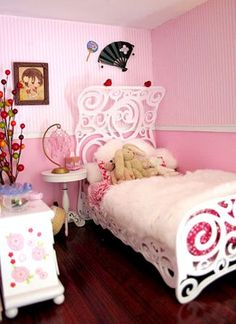Flickr Finds:  Squeaky Towers Doll House