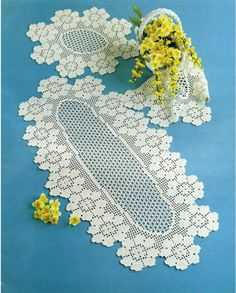 "Photo from album ""ааа Рукоделие"" on Yandex. Crochet Table Runner Pattern, Crochet Doily Patterns, Crochet Borders, Crochet Tablecloth, Lace Patterns, Crochet Doilies, Crochet Stitches, Crochet Home, Free Crochet"