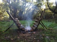 Redneck ingenuity -- how to keep the fire going all night | http://www.facebook.com/810718095613660/photos/a.810720088946794.1073741826.810718095613660/1068806256471508/?type=3