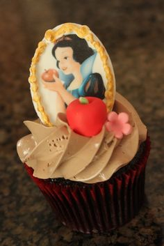 Snow White Cupcake ~ Super cute