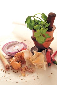 To make proper curry paste, one should use a pestle and mortar, but if you don't have one, a blender will do. Here's how to make quick red curry paste. Fresh Coriander, Coriander Seeds, Fresh Ginger, Red Curry Paste, Fish Sauce, Lemon Grass, My Recipes, Food To Make, Citronella