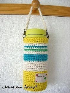 マグボトルホルダーの作り方|編み物|編み物・手芸・ソーイング|ハンドメイド | アトリエ Crochet Poncho, Crochet Baby, Knitting Patterns, Bag Pattern Free, Bottle Cover, Bottle Holders, Bottle Design, Crochet Gifts, Recycling