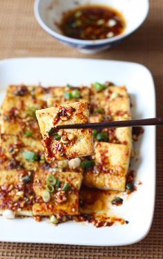 Pan Fried Tofu with Spicy Korean Sauce - Tofu Rezepte Korean Spicy Sauce Recipe, Korean Tofu Recipes, Easy Asian Recipes, Korean Dishes, Vegetarian Recipes, Cooking Recipes, Ethnic Recipes, Korean Food, Spicy Fried Tofu Recipe