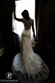 Back of wedding dress photo by www.pepplerphoto.com