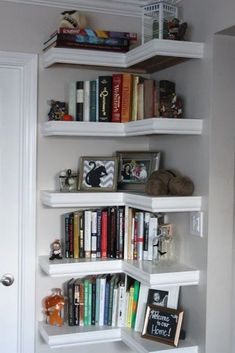15 Ways to Better Use Corner Space - - Have an odd corner that you just don't know what to do with? We've got you covered! Try these tips on how to use corner space to organize your home. Small Space Living, Small Spaces, Small Rooms, Corner Shelf Design, Tall Corner Shelf, Corner Bookshelves, Bookshelf Ideas, Book Shelves, Bookcases