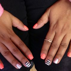 CHARM IT! HQ Look of the day… Laury's bright and beautiful nails! #lotd