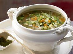 Französische Gemüsesuppe - mit Tomaten-Basilikum-Paste - smarter - Kalorien: 160 Kcal - Zeit: 50 Min. | eatsmarter.de Diese französische Gemüsesuppe sollten Sie unbedingt einmal probieren. Gesund und leicht.