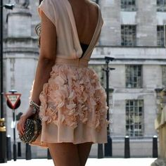 Such a pretty dress.. http://weheartit.com/entry/39144141