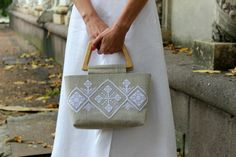 Fabric Totes – Hand-embroidered linen tote bag with wooden handle – a unique product by Iuliia-Varkhola on DaWanda