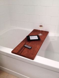 DIY Wood Bath Table - Storefront Life
