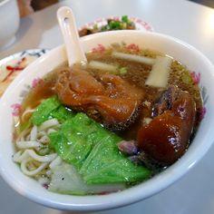 南川蹄花麵的溫暖。#Noodles with stewed pork trotters #Taiwan #food #instagood