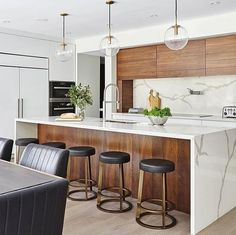 Not a fan of the matching upper cabinetry and backing of island bench but like the island bench wood backing and the white