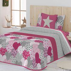 Colcha Bouti NYDIA Antilo. Colcha Bouti Estampada, con un original diseño irregular en tonos fucsia, perfecta para combinar con decoraciones de todos los estilos. Disponible en un único color y en medidas para camas desde 90 hasta 150 cm. Incluye funda(s) de Cojín(es) a juego. Bed Cover Design, Bed Design, Baby Sheets, Bedroom Decor For Couples, Girls Quilts, Luxury Bedding Sets, Bedroom Sets, Bed Covers, Bed Spreads