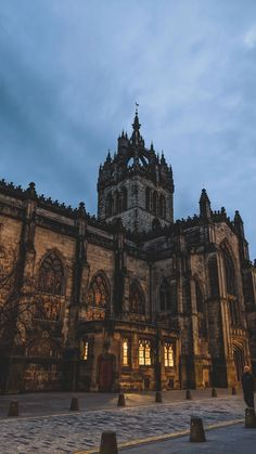 An Amber-Lit Cathedral in Winter Book Aesthetic, Travel Aesthetic, Aesthetic Pictures, Beautiful Architecture, Art And Architecture, Edinburgh Scotland, Edinburgh Winter, Scotland Uk, Slytherin Aesthetic
