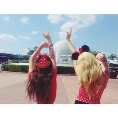Kelli Berglund, Peyton List, Spencer Boldman and Laura Marano are enjoying their time at Walt Disney World Resort. There have been some really nice photos o