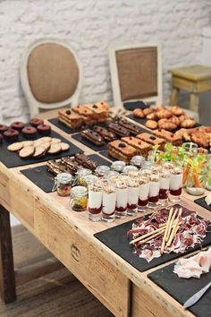 New breakfast table presentation brunch buffet ideas Breakfast Buffet Table, Brunch Buffet, Party Buffet, Coffee Recipes, Brunch Recipes, Appetizer Recipes, Party Recipes, Greek Appetizers, Brunch Ideas