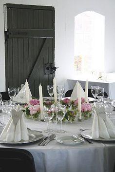 GLEDELIG bryllup: Romantisk bordpynt