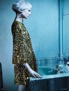 Elisabeth Erm photographed by Emma Summerton for Vogue Germany. Emma Summerton, Karl Lagerfeld, Campaign Fashion, Editorial Fashion, Fashion Trends, Gold Fashion, Fashion Photography, Vogue, Fashion Editorials