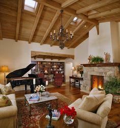 como decorar un salon, salon con chimenea y piano, muebles beige, techo de madera Piano, Beige, Table, Furniture, Home Decor, Rustic Style, Wood Interiors, Fire Places