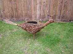 Ihana Willow Puutarha veistoksia monenlaisia ainutlaatuisia muotoja: Perfect Willow Garden Veistoksia Awesome Bird design lähellä puuaita