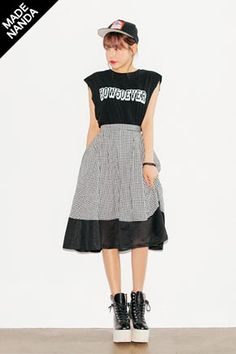 Today's Hot Pick :Gingham Meshed Skirt http://fashionstylep.com/SFSELFAA0033397/stylenandaen/out Look extravagant with this gingham flare skirt. It comes in a high waist cut, back zippers, A-line silhouette, mesh fabric panel outlines the hem hitting below the knees, and pleat lines all over. Wear with sleeveless shirts or blouse to gain that chic and modern look.