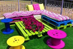 Pallet Outdoor Furniture Outdoor Pallet Seating Ideas - 13 ideas to inspire you to create amazing outdoor seating from old pallets. From the bright and colourful to the simple and rustic, it's all here.
