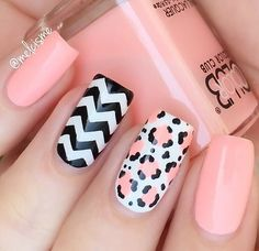 Create a classic chevron manicure with our easy-to-use Chevron Nail Vinyls. Achieve perfect zigzags and be as creative and imaginative as you want with these traditional nail vinyls! Outsides included Get Nails, Pink Nails, How To Do Nails, Nautical Nails, Chevron Nails, Shellac Nails, Jamberry Nails, Tribal Nails, Manicure E Pedicure