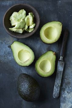 Avocado: This fruit is filled with monounsaturated fats that are heart-heathly and satiating, so you're less likely to want to snack right away. For more superfoods you need to try, click through! Avocado Rice, Mashed Avocado, Ripe Avocado, Healthy Fats, Healthy Eating, Healthy Recipes, Fast Recipes, Stay Healthy, Gourmet