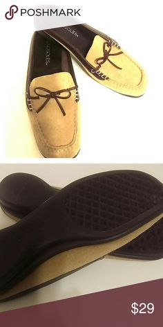 Size 7 aerosoles suede loafer, car shoe Tan suede with brown leather accents. Classic low-heeled loafer makes an excellent car shoes or companion for a lazy weekend in the country. Super comfy. Lightly used with many more years of use for this classic pair of loafers AEROSOLES Shoes Flats & Loafers