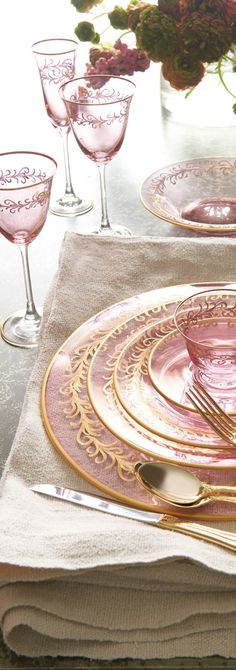 Blush Oro Bello Charger Beautifully hued blush glass with hand-painted gold detail. Pink Love, Pink And Gold, Pale Pink, Place Settings, Table Settings, Pink Christmas, Christmas Colors, Dining Room Lighting, Decoration Table
