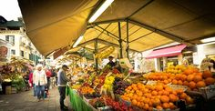 This guide to grocery stores in Italy will take you step-by-step from supermarkets to small neighborhood shops and open air market stalls. Venice Shopping, Shopping In Italy, Fromage Beaufort, Italian Christmas Traditions, Epoisses, Rialto Market, Christmas In Italy, How To Wash Vegetables, Saint Jacques