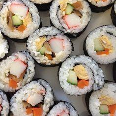 Sushi Sushi, Japanese, Ethnic Recipes, Instagram Posts, Food, Japanese Language, Eten, Meals, Sushi Rolls