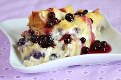 Easy and delicious recipe for Overnight Blueberry French Toast- the perfect breakfast casserole recipe for a holiday breakfast or family gathering. Breakfast For A Crowd, Breakfast Bake, Perfect Breakfast, Breakfast Dishes, Breakfast Recipes, Overnight Breakfast, Breakfast Ideas, Sweet Breakfast, Brunch Recipes