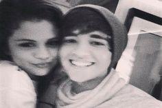 Selena Gomez namorando o melhor amigo do Austin Mahone? - http://metropolitanafm.uol.com.br/novidades/famosos/selena-gomez-namorando-o-melhor-amigo-austin-mahone